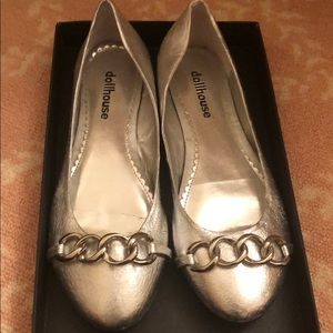 Dollhouse size 8 adorable silver flats